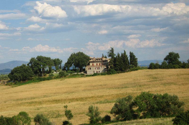 Villa con parco sulle colline in Toscana   findhouseitaly