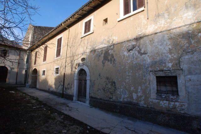 Villa del 39 700 con giardino in vendita nei pressi di roma - Casa con giardino roma ...